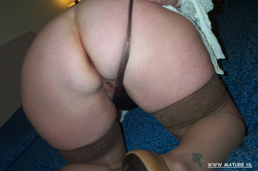 horny housewife likes to play with herself