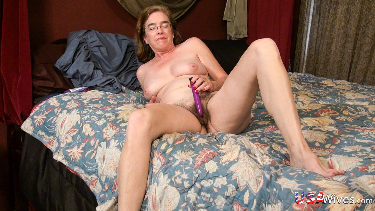 Mature ladies tugging their elder wrinkly fuckboxes